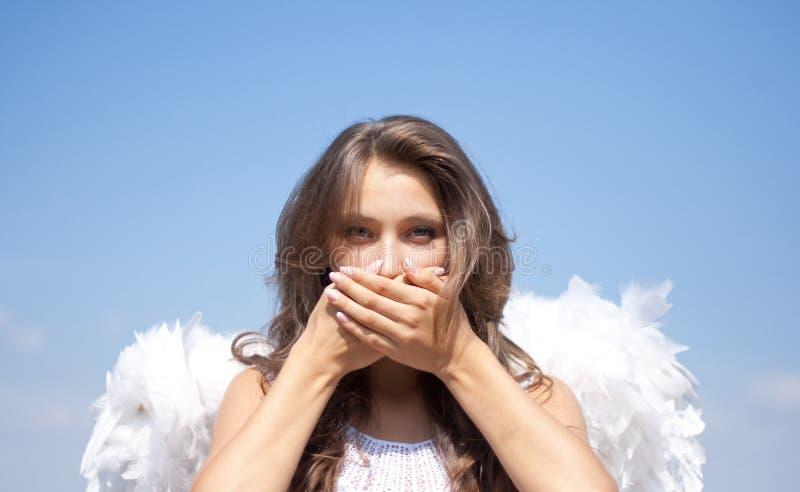 Não fale nenhuns mal, menina do anjo e céu imagem de stock