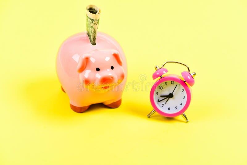 Não falte sua possibilidade sucesso no comércio da finança Tempo ? dinheiro Aumento de orçamento da economia Partida de neg?cio imagens de stock