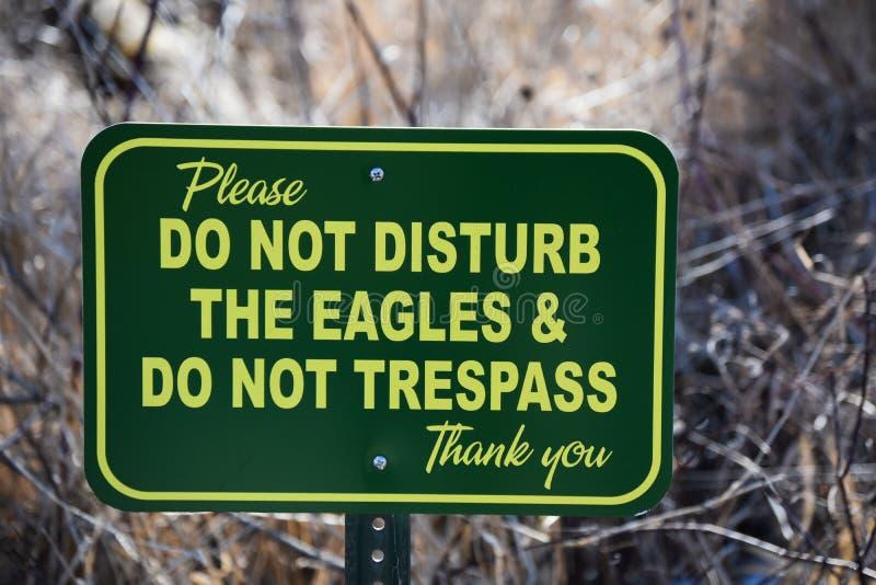 Não perturbe o sinal de Eagles fotografia de stock