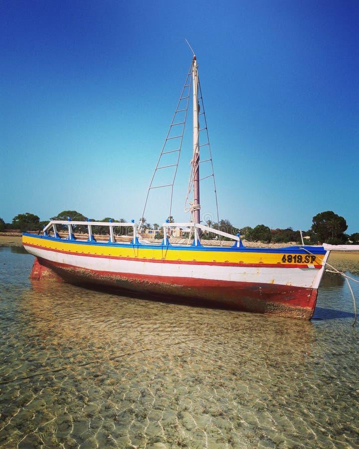 Não piratas que pertencem, mar Mediterrâneo da faia muito colorido imagem de stock royalty free