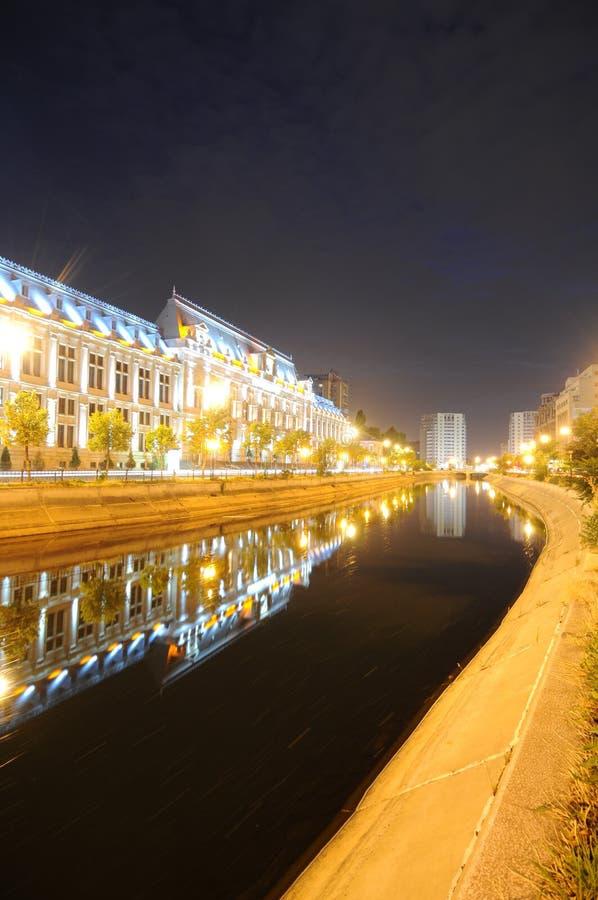 Nächte durch Bucharest lizenzfreies stockfoto