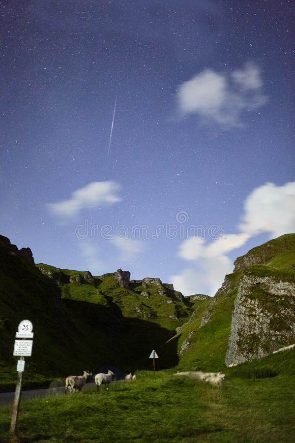 Nächtlicher Himmel in Castleton lizenzfreies stockbild