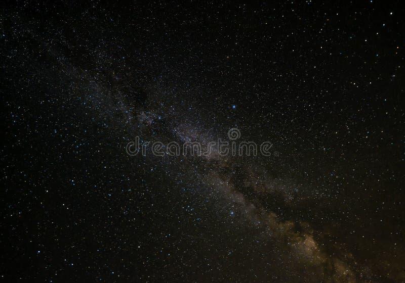 Nächtlicher Himmel mit milkyway und Sternbeschaffenheit stockbilder