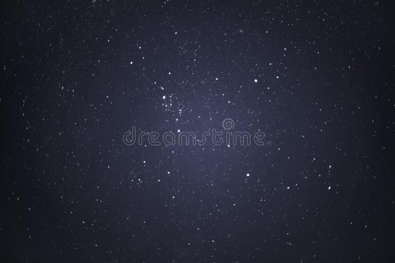 Nächtlicher Himmel mit Sternen lizenzfreie stockfotos