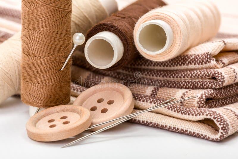 Nähende Ausrüstung Browns stockbild