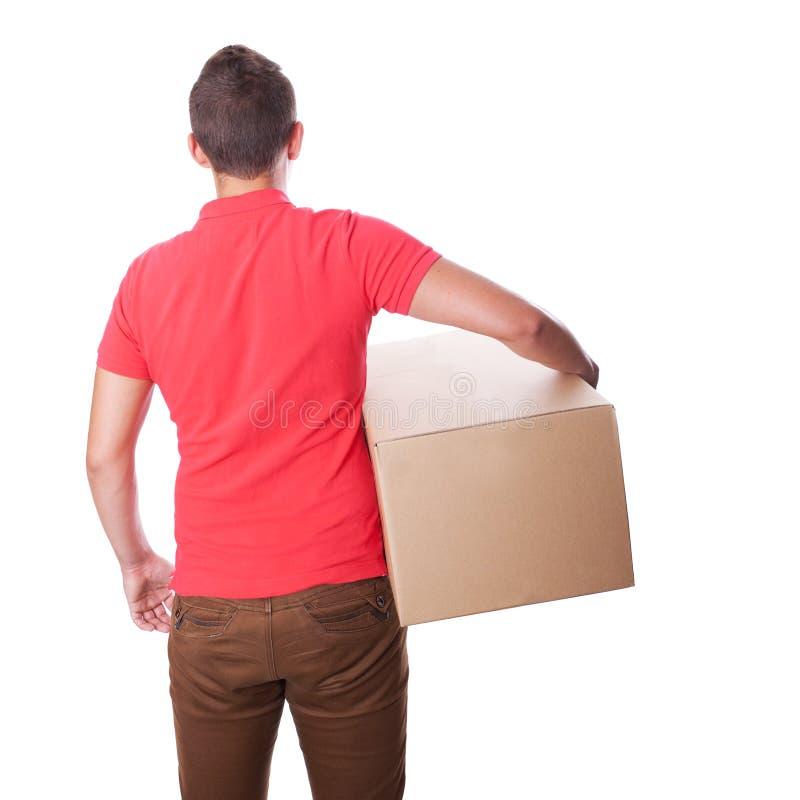 När du ler leveransmannen rymmer en pappers- ask tillbaka sikt fotografering för bildbyråer