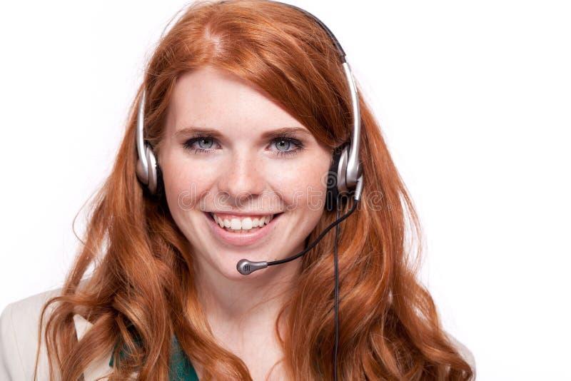När du ler operatören för medlet för callcenter för affärskvinnan isolerade ståenden royaltyfria foton
