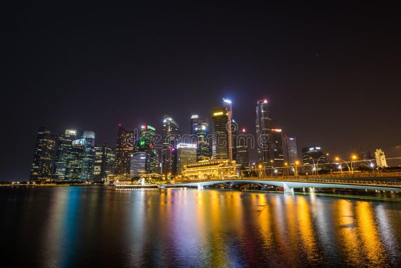 När vi reser till Singapore Fotografi över Singapore Nattand Street arkivbilder