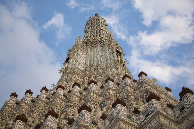 Nära övre bild av den Wat Arun templet i Bangkok royaltyfria foton