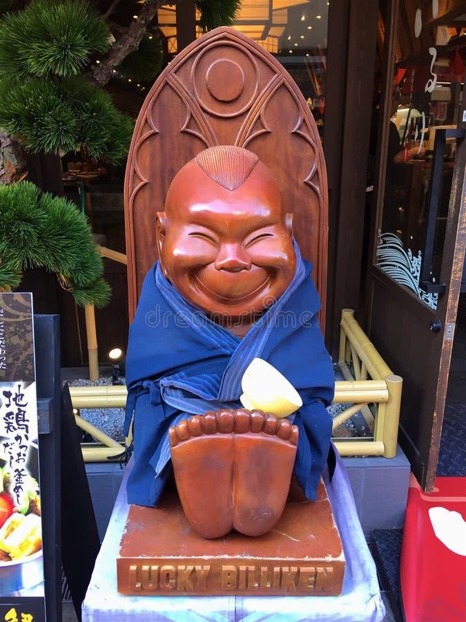 Nära övre bild av en le Billiken staty i Osaka royaltyfria foton