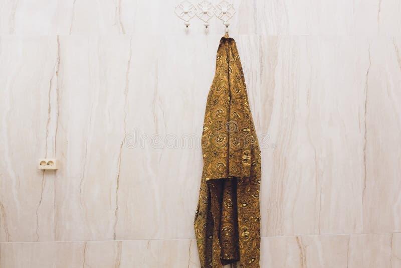 Nära övre detalj av tyget på badrocken arkivfoto