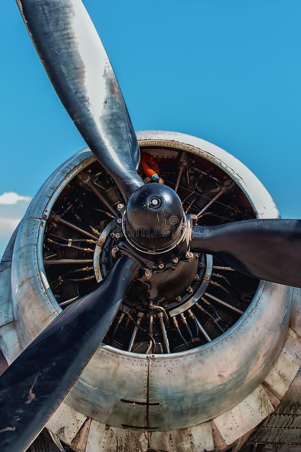 Nära övre för för Dakota Douglas C 47 transportmotor och propeller royaltyfria foton
