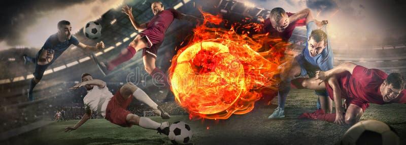 Nära övre fotbollboll i brand och fotbollsspelare Id?rik collage arkivbilder