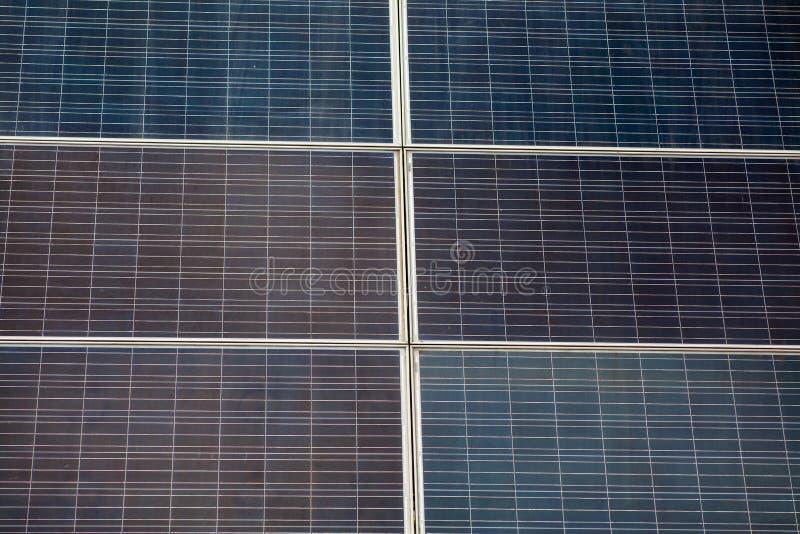 Nära övre foto av alternativ solenergi Sex beståndsdelar av den nya solpanelen royaltyfria bilder