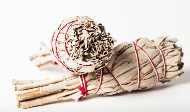 Nära övre indian Sage Smudge Bundles för att smeta arkivbild
