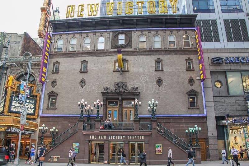 Nära övre sikt av fasaden av nya Victory Theater H?rliga bakgrunder New York USA arkivbilder