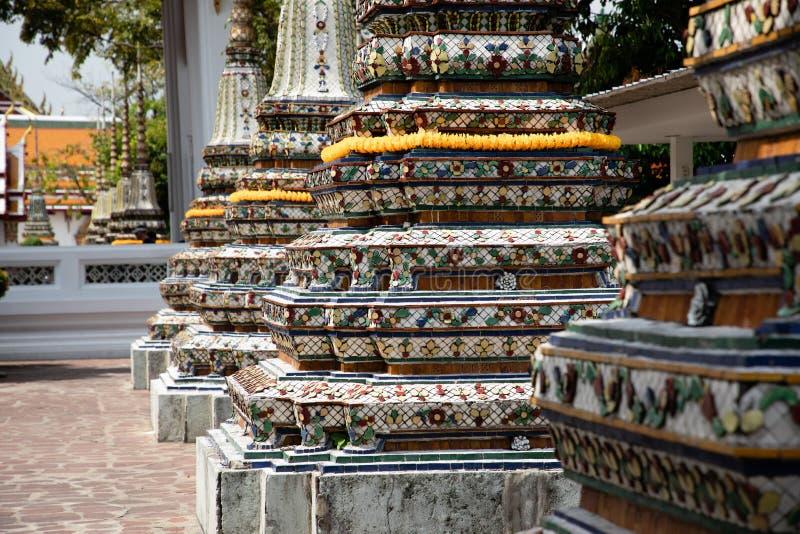 Nära övre sikt av tre pagoder från den Emerald Buddha templet i Bangkok fotografering för bildbyråer