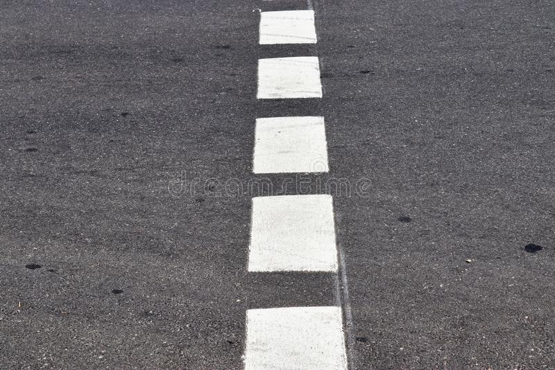 Nära övre sikt på gator och vägar i Europa med linjer och symboler på det arkivfoto