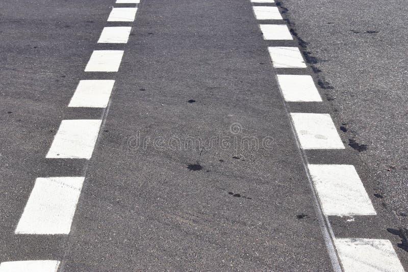 Nära övre sikt på gator och vägar i Europa med linjer och symboler på det fotografering för bildbyråer