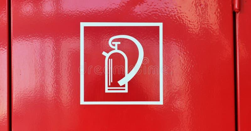 Nära övre sikt på olikt tecken och symboler som finnas på europeiska gator arkivfoton