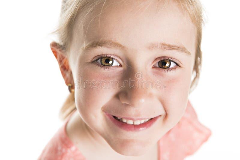 Nära övre skott av den härliga Caucasian lilla flickan arkivfoton
