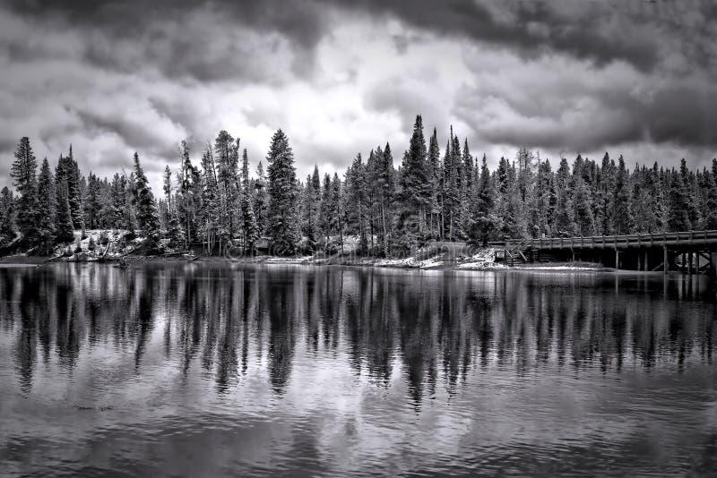 Nära fiskebron i vinter arkivfoto