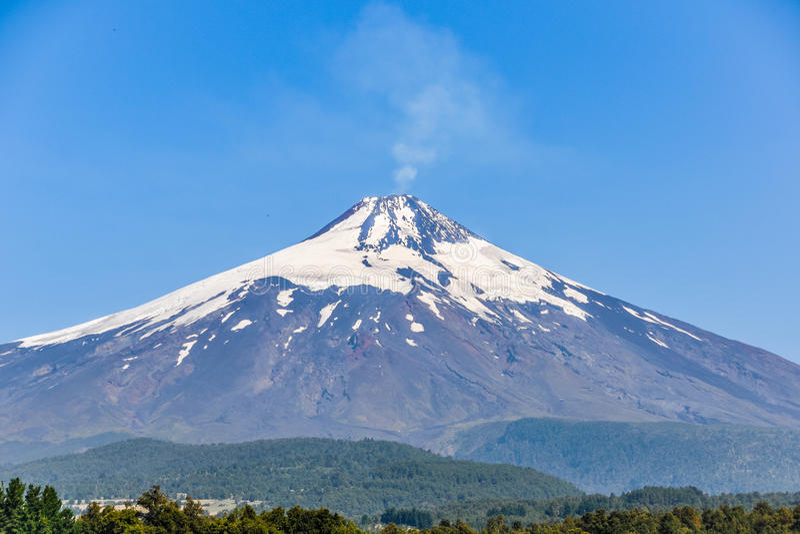Nära sikt av den Villarrica vulkan, Pucon, Chile royaltyfri foto