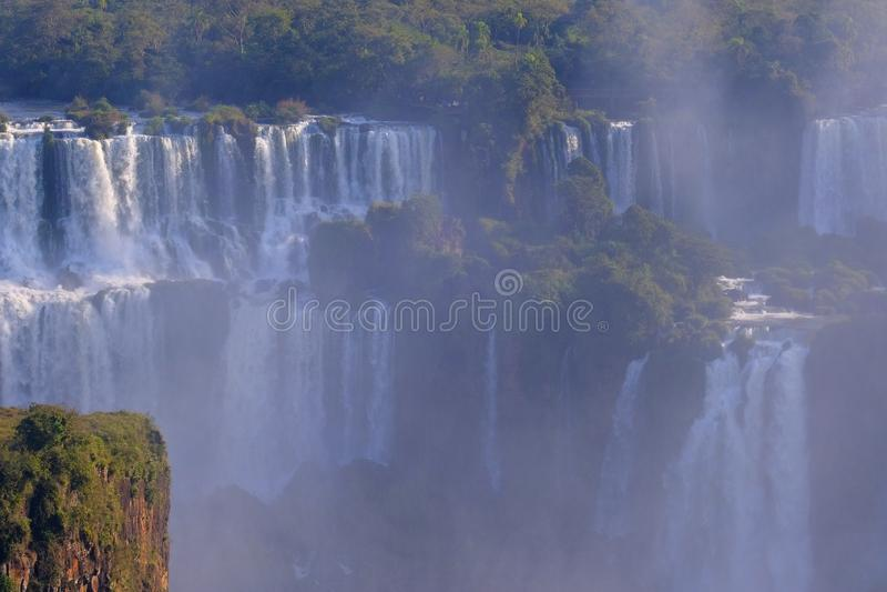 Nära sikt av Iguazu Falls, Cataratas Foz Do Iguacu, vattenfall av den Iguazu floden, Brasilien royaltyfri foto