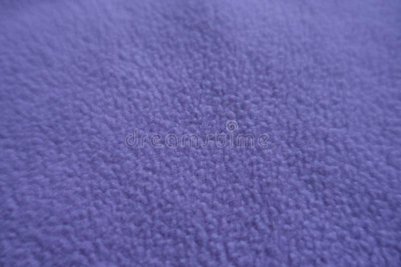 Nära sikt av violett ullbeklädnadtyg royaltyfria foton