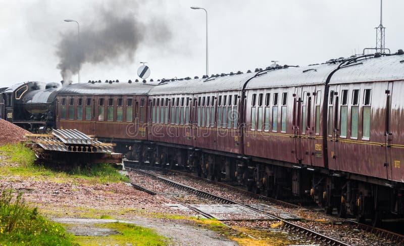Närbild av ångalokomotivet som parkeras på på den Mallaig drevstationen, royaltyfri bild