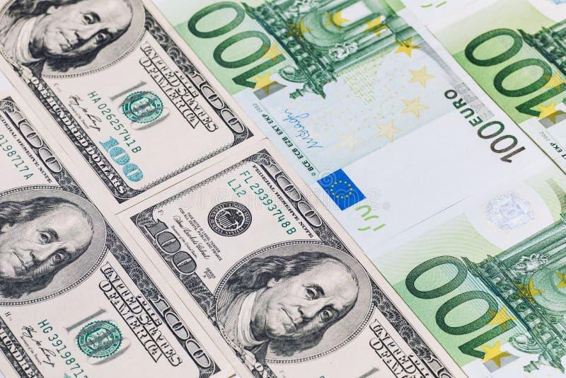 Närbild av amerikanska US dollar och euro arkivfoto