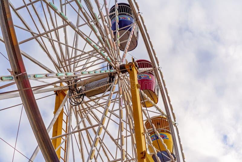 Närbild av den Ferris Wheel Ride At Country showen royaltyfri foto