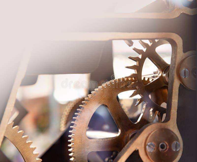 Närbild av den gamla mekanismen för klockaklocka fotografering för bildbyråer
