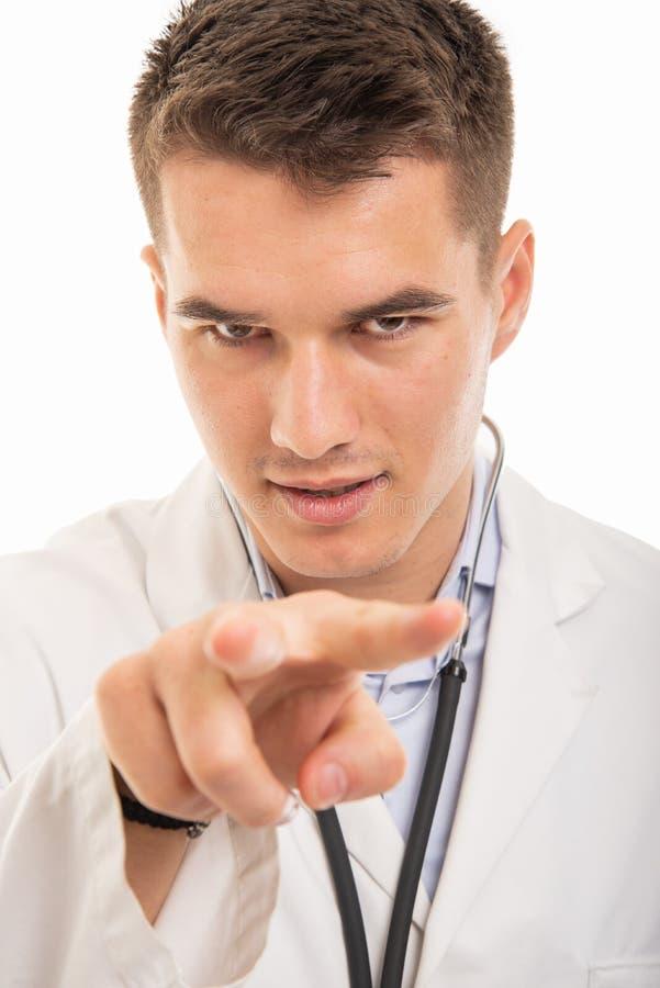 Närbild av den stiliga doktorn som håller ögonen på dig gest arkivbild
