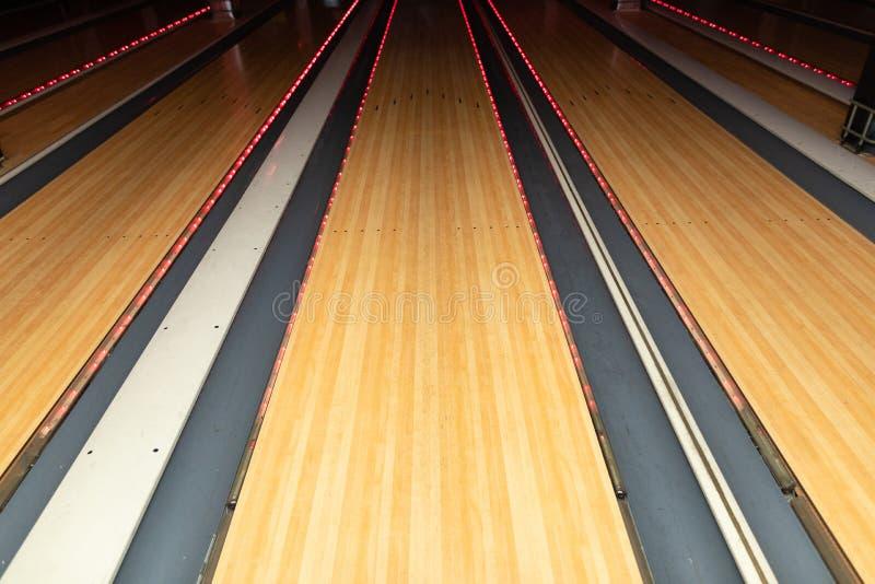 Närbild av den tomma bowlingbanan royaltyfria foton