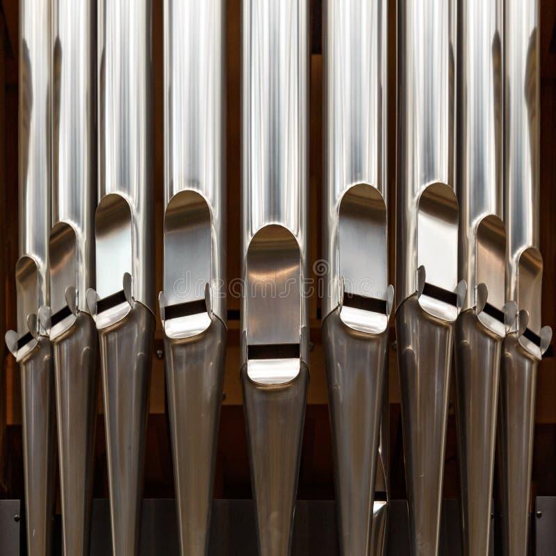 Närbild av det moderna stålorganröret arkivbild