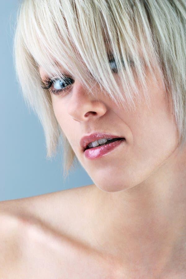Närbild av en blondin royaltyfri bild