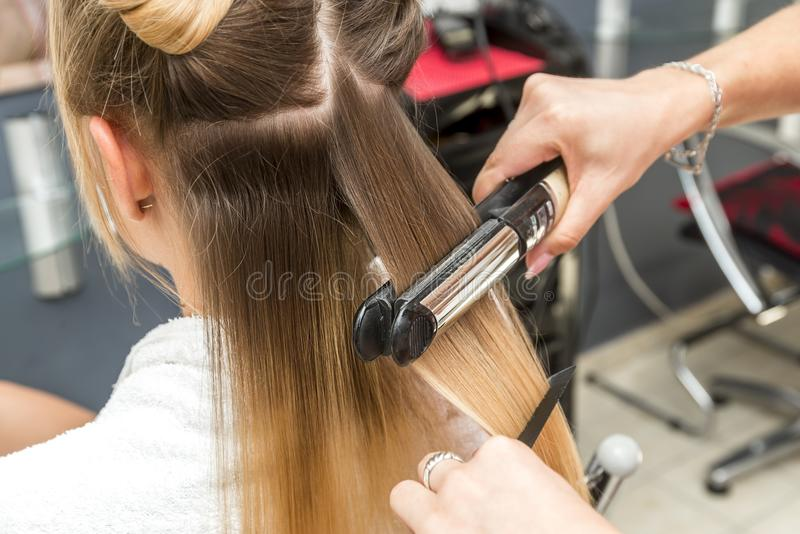 Närbild av en frisöruträtning royaltyfria foton