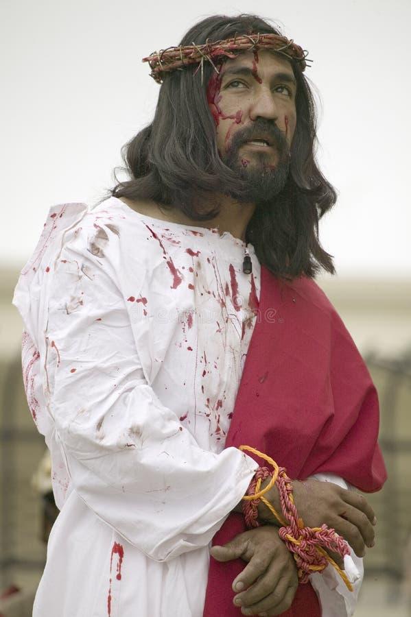 Närbild av en skådespelare som beskriver den Jesus Kristus royaltyfri bild
