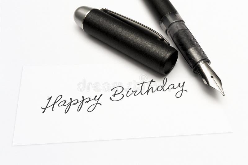 Närbild av ett hälsningkort med det söta ordet, lycklig födelsedag arkivbild