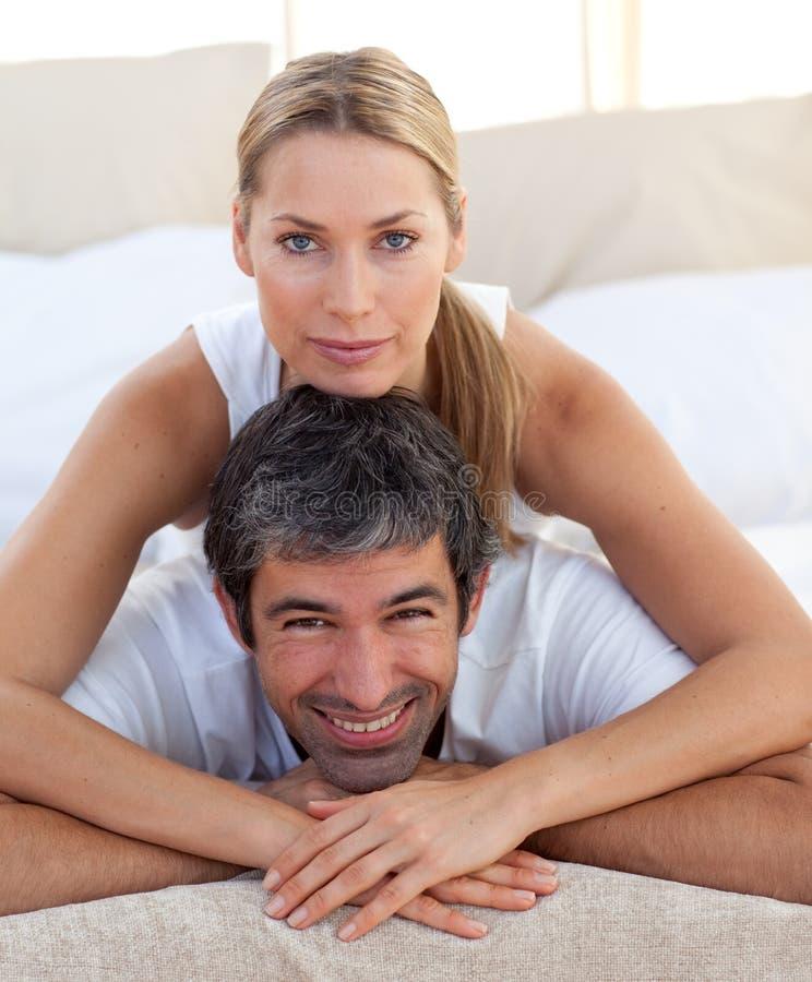 Närbild av ett romantiskt par royaltyfri foto