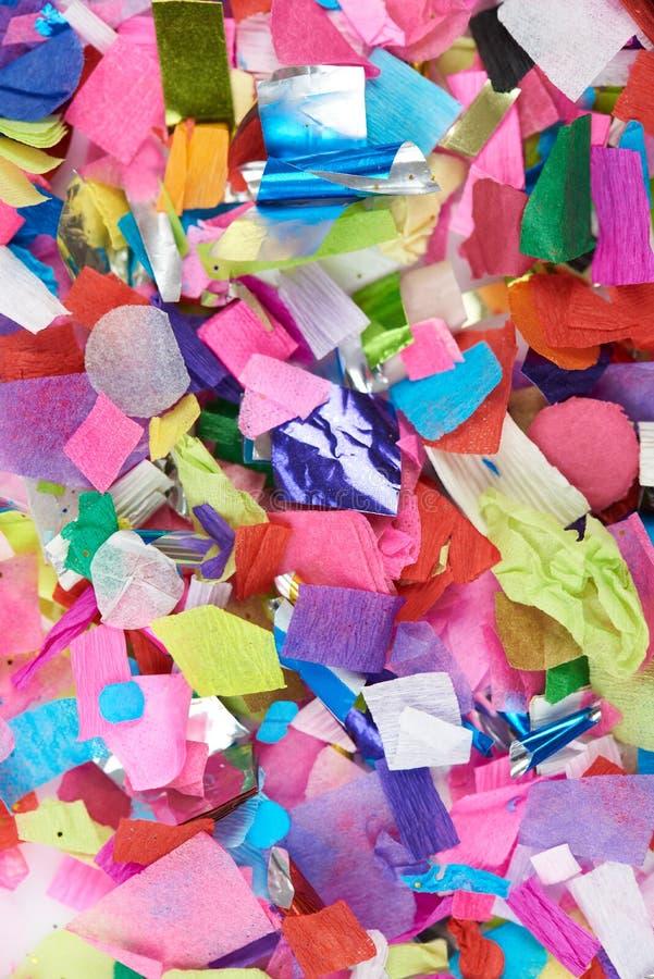 Närbild av färgrika konfettier arkivbilder
