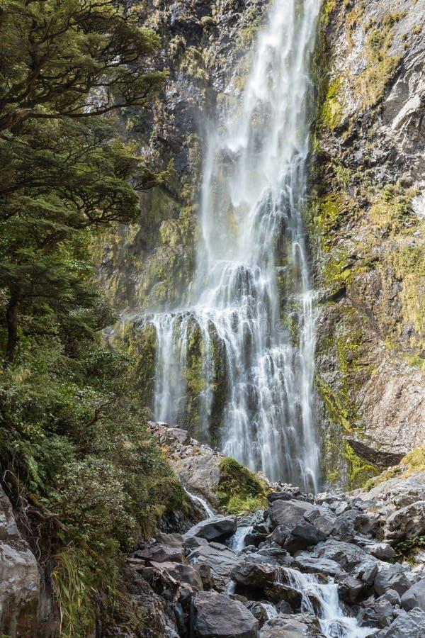Närbild av jäkels den Punchbowl vattenfallet i Arthurs passerandenationalparken, Nya Zeeland arkivbild