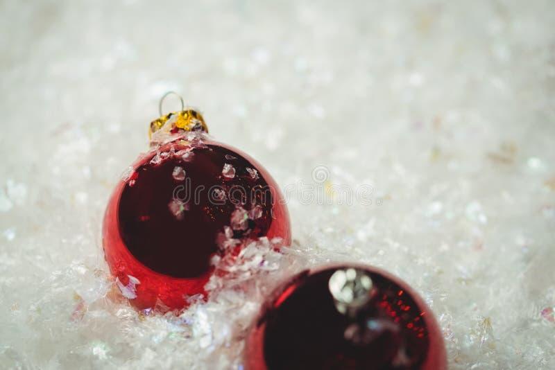 Download Närbild Av Julstruntsaker På Snö Arkivfoto - Bild av utgångspunkt, dekorativt: 78725120