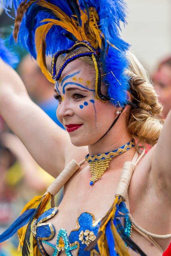 Närbild av kvinnan från Showgirlakademin arkivfoto