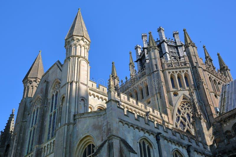 Närbild på torn, tornspiror och oktogon av domkyrkan av Ely i Cambridgeshire, Norfolk, UK arkivbild