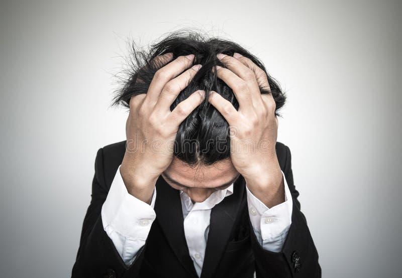 Närbildaffärsman med sammanbrottsyndrom arkivbild