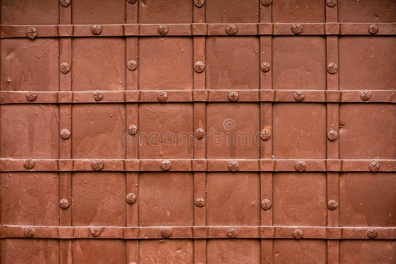 Närbildbild av forntida dörrar royaltyfri bild