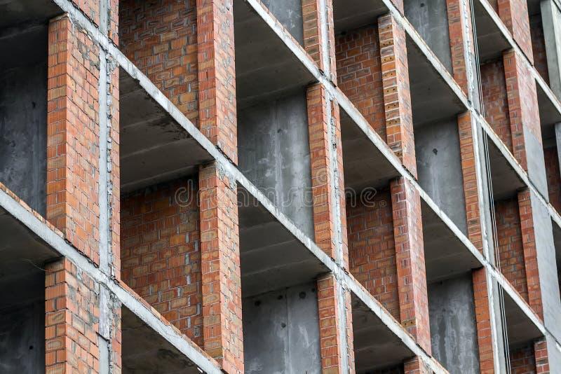 Närbilddetaljsikt av ett nytt modernt bostads- arbete för plats för husbyggnadskonstruktion under konstruktion Real Estate utveck arkivfoton