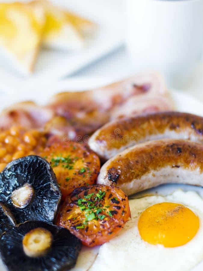 Närbildfoto av den fulla engelska frukosten royaltyfri foto